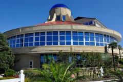 Здание бассейна, ресторана и ночного клуба